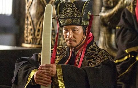 荀彧想恢复汉室为什么不跟着刘备?荀彧是因为怕曹操才不走么?