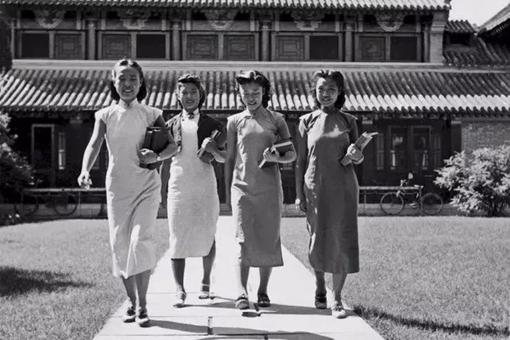 民国女大学生宿舍长什么样?罕见历史老照片