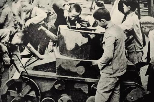 战争年代的孩子生活是怎样的?战火中的生死离别历史老照片