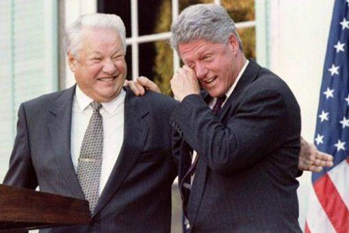叶利钦在离开克里姆林宫时