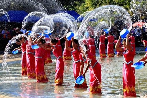 傣族的泼水节是怎样的?为