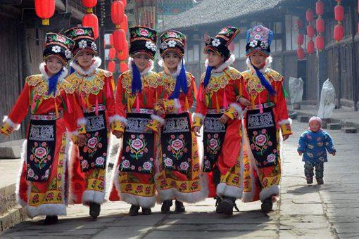 羌族民间传统的手工艺刺绣文化的发展历史是怎样的?