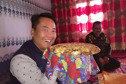 锡伯族的发面饼与好儿媳是什么民族文化?