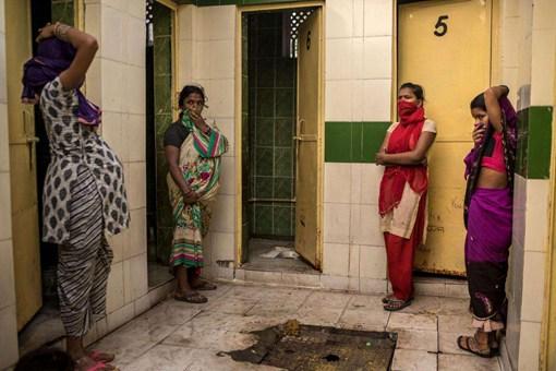 古代印度人上厕所为什么不用纸而用手?