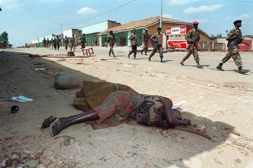 非洲卢旺达种族大屠杀爆发