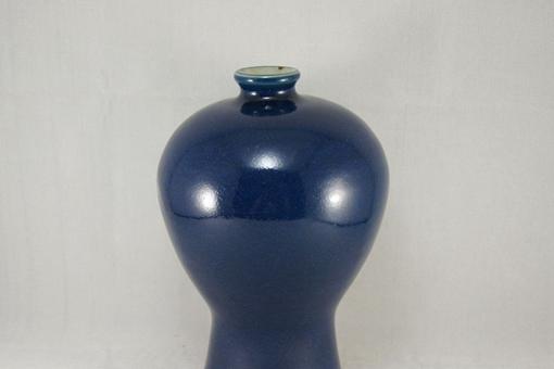 明朝蓝釉梅瓶值多少钱?明嘉靖霁蓝釉梅瓶图片