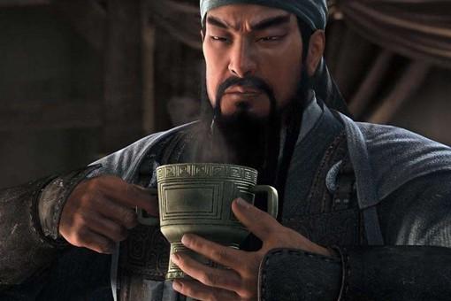 关羽狂傲看不起孙权怒斥刘备,为什么单单敬重曹操?