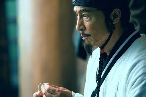刘备临死之前,为什么把兵权及交给李严而不是诸葛亮?