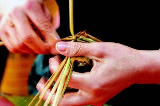 端午节被列入第一批国家级非物质文化遗产名录