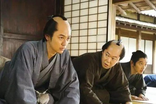 古代日本人的发型叫什么,为什么要把中间剃掉一部分?