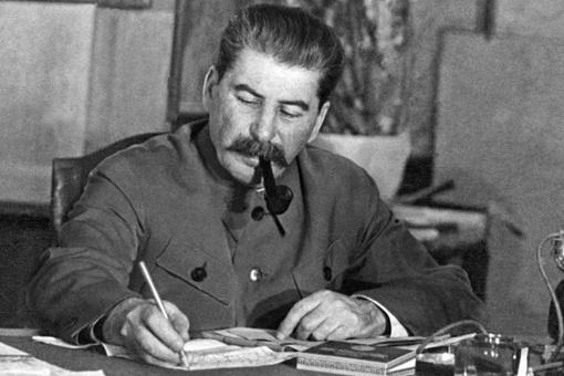 二战时,德军坦克大军压境,这个时候斯大林为什么枪决4位大