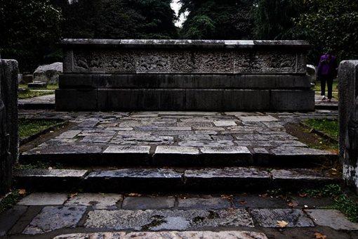 南京的故宫存在了几百年,里面有人居住吗?