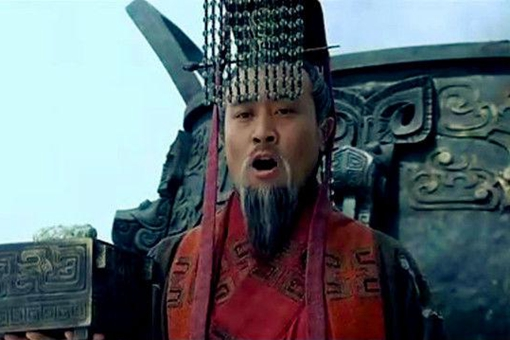 为何关羽被杀之后刘备第一时间是称帝?而不是为关羽报仇呢?