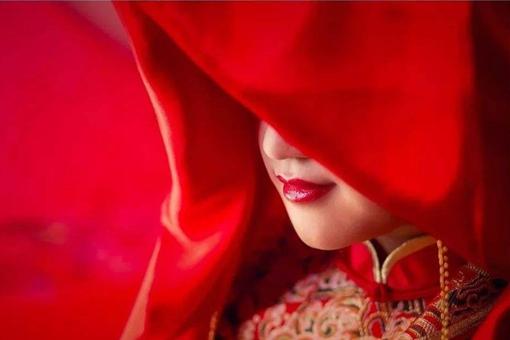 古代新娘子出家为何头上要盖红布盖?红盖头的习俗是怎样的?