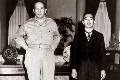 二战结束后日本裕仁天皇为何没有切腹自尽?回答很无耻