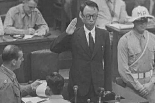 溥仪最爷们的时候是什么时候?东京审判席强势对骂日本天皇