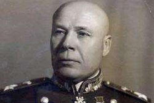 赫鲁晓夫为何被斯大林用烟斗敲脑袋?一场败仗葬送35万苏军