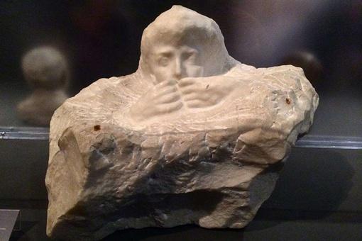 思想者雕塑姿势真的变了三次吗?