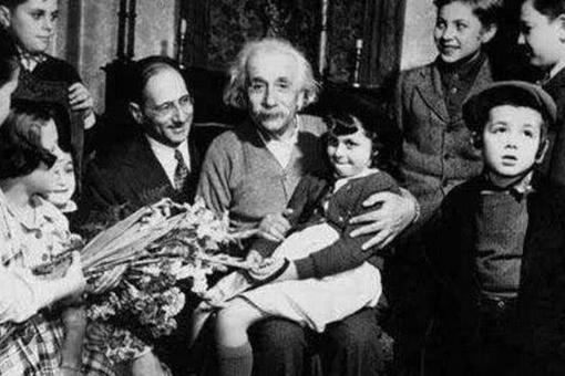 爱因斯坦的孩子为什么是疯子?为何爱因斯坦那么聪明?