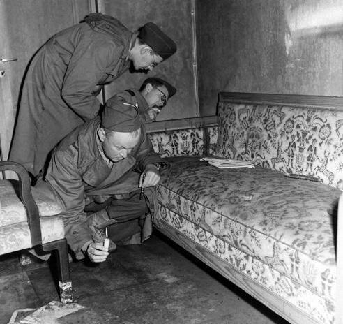 希特勒的自杀现场是什么样子的?阴暗潮湿诡异