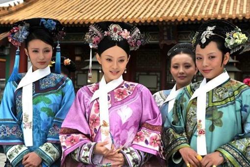 清朝后宫里的妃嫔为何脖子上要围一块白条?