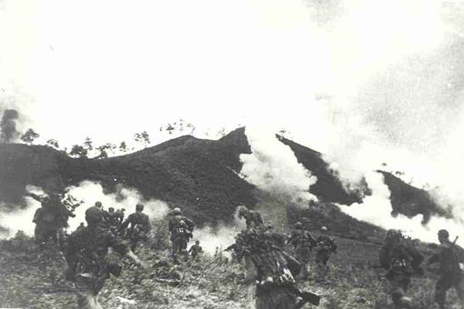 抗美援朝中单日用7发炮弹,干掉了美军4辆坦克的人是谁?
