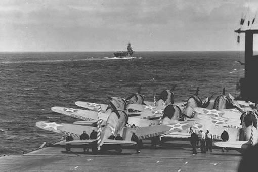 """SBD""""无畏""""俯冲轰炸机有多厉害?在中途岛战役中表现有多优越?"""
