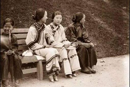 我国最后的三寸金莲老人是谁?揭秘中国最后的小脚老人