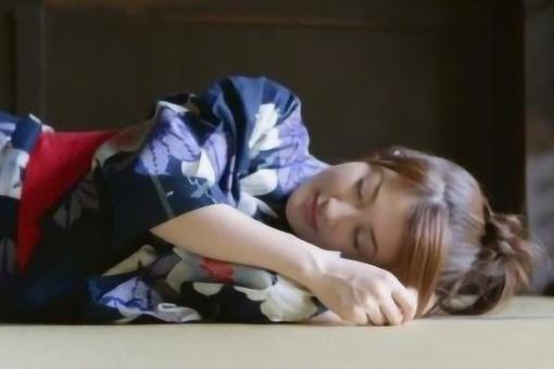 为何日本人喜欢睡地上不喜欢睡床?这和日本的睡文化有很大