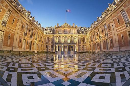 18世纪的凡尔赛宫是什么样子的?18世纪的法国皇室有多不讲究卫生?