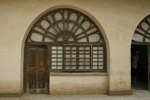 中国古代纸做的窗户纸是怎么防止别人偷窥的?