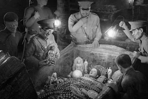 孙殿英盗慈禧墓后为何能够逍遥20年?慈禧的遗体最后变成了什么样子?