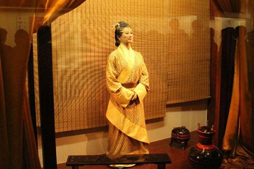 日本为何一直向中国索要辛追夫人的头发,中国又为何半根都不给?