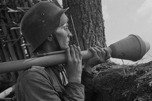 """二战德军的""""铁拳""""威力有"""