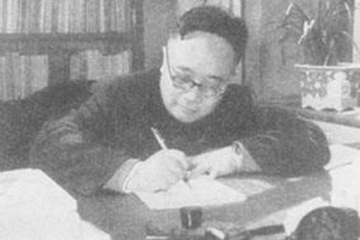 中国著名现代文学家何其芳