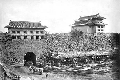 俯视北京城为什么西北角缺了一块?
