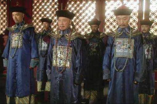清朝的官员们为何每天要饿着肚子上朝?这其中有何原因?