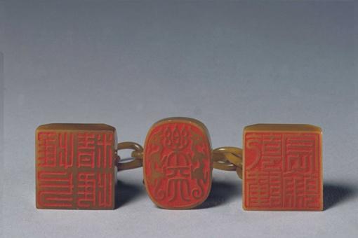 田黄石三链章是什么?溥仪被逐出北京的时为何要把田黄石三
