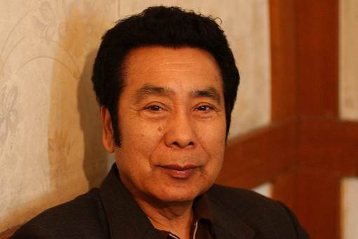 我国著名维吾尔族男高音歌