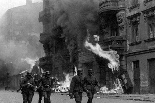 二战华沙起义最终为何会演变成为了德军屠城?华沙起义失败的关键在哪里?