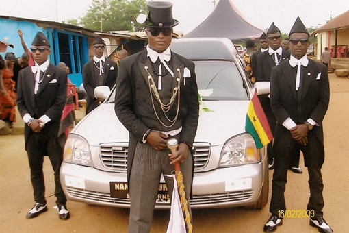 黑人抬棺舞为何那么火?这就是非洲加纳视死如生的死亡丧葬文化