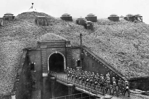 德国入侵波兰时为何法国不帮忙?与马奇诺防线什么关系?