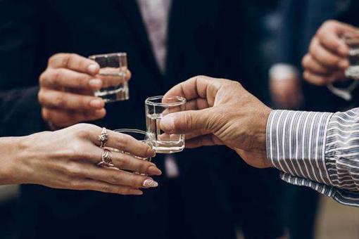 酒桌文化是腐朽文化吗?酒桌文化有多污浊?