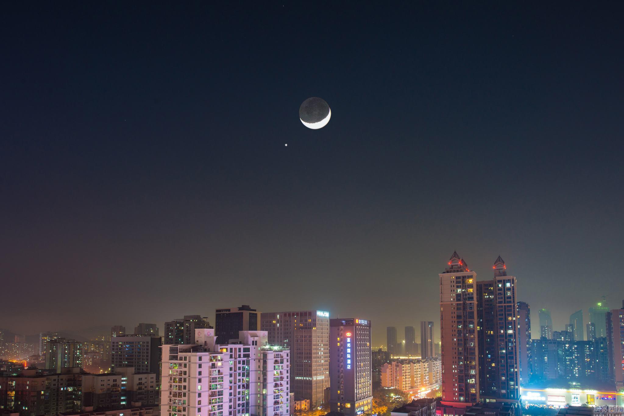 金星合月和火星冲日将同一天上演是怎么回事?