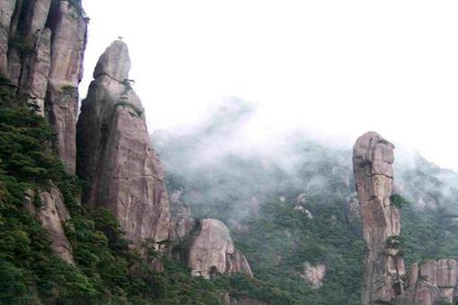 横看成岭侧成峰侧远近高低各不同是什么山