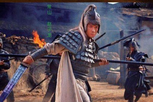 长坂坡曹操活捉赵云,为何曹操的九大将都不出手帮忙?