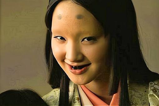 日本古代女人的牙齿为什么是黑色的 为什么把牙齿弄成黑色的