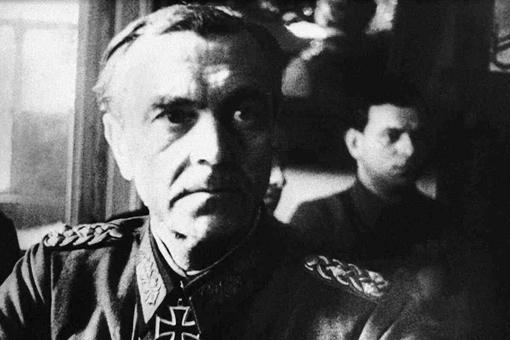 德国投降的第一个元帅保卢斯最后的结局如何