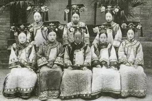 清朝时期皇帝的妃子和亲王的正妻谁的地位高