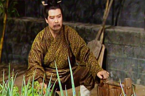 刘备早期怎么发展起来的 帮助刘备的富商是谁